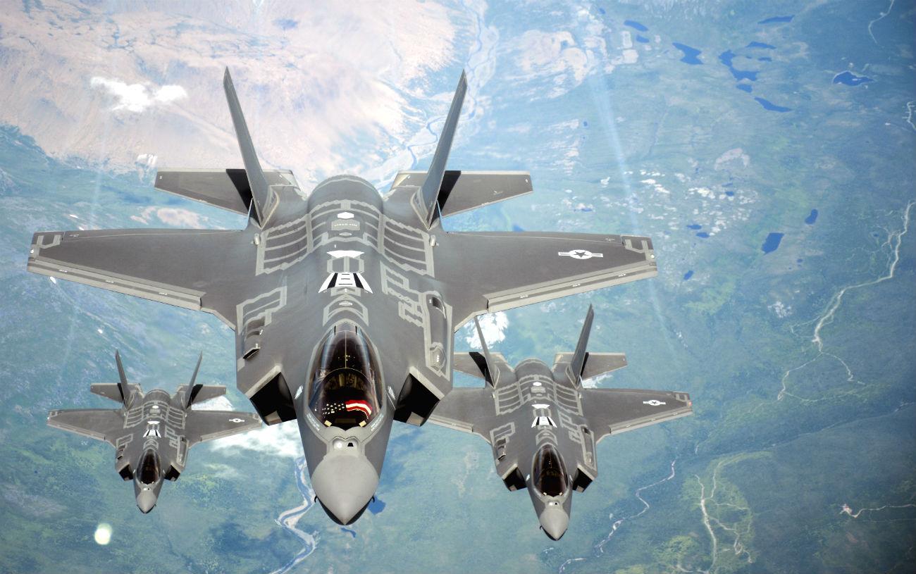 F-35 Lightning formation US fighter jet images