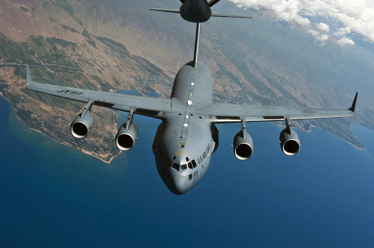 Boeing Military Aircraft - C-17 Globemaster III refuel