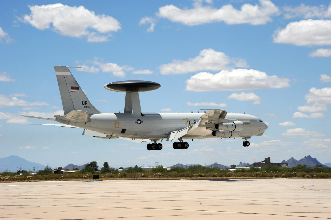 Boeing Military Aircraft Images - E-3 landing