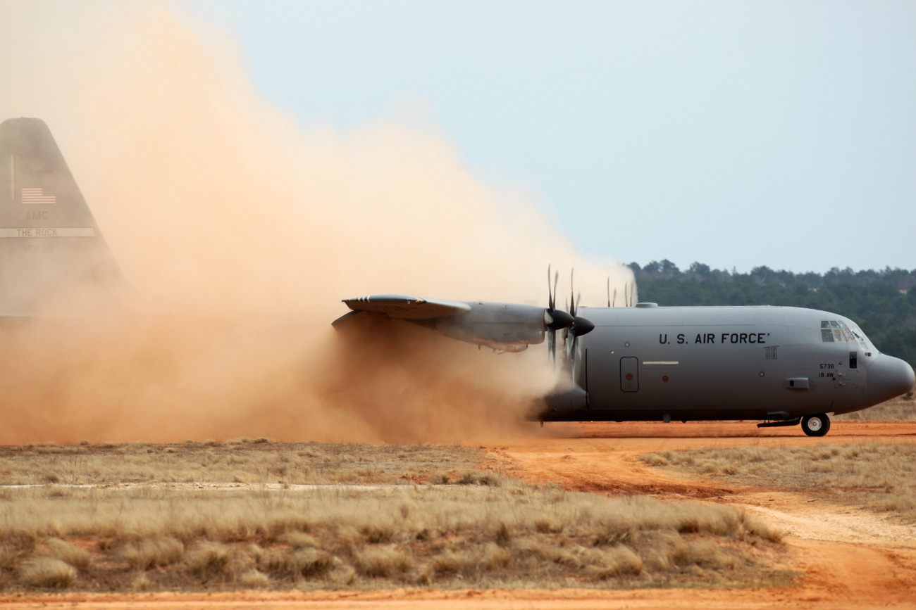 Dirt Landings and Take-Offs Images - C-130 Hercules dirt landing