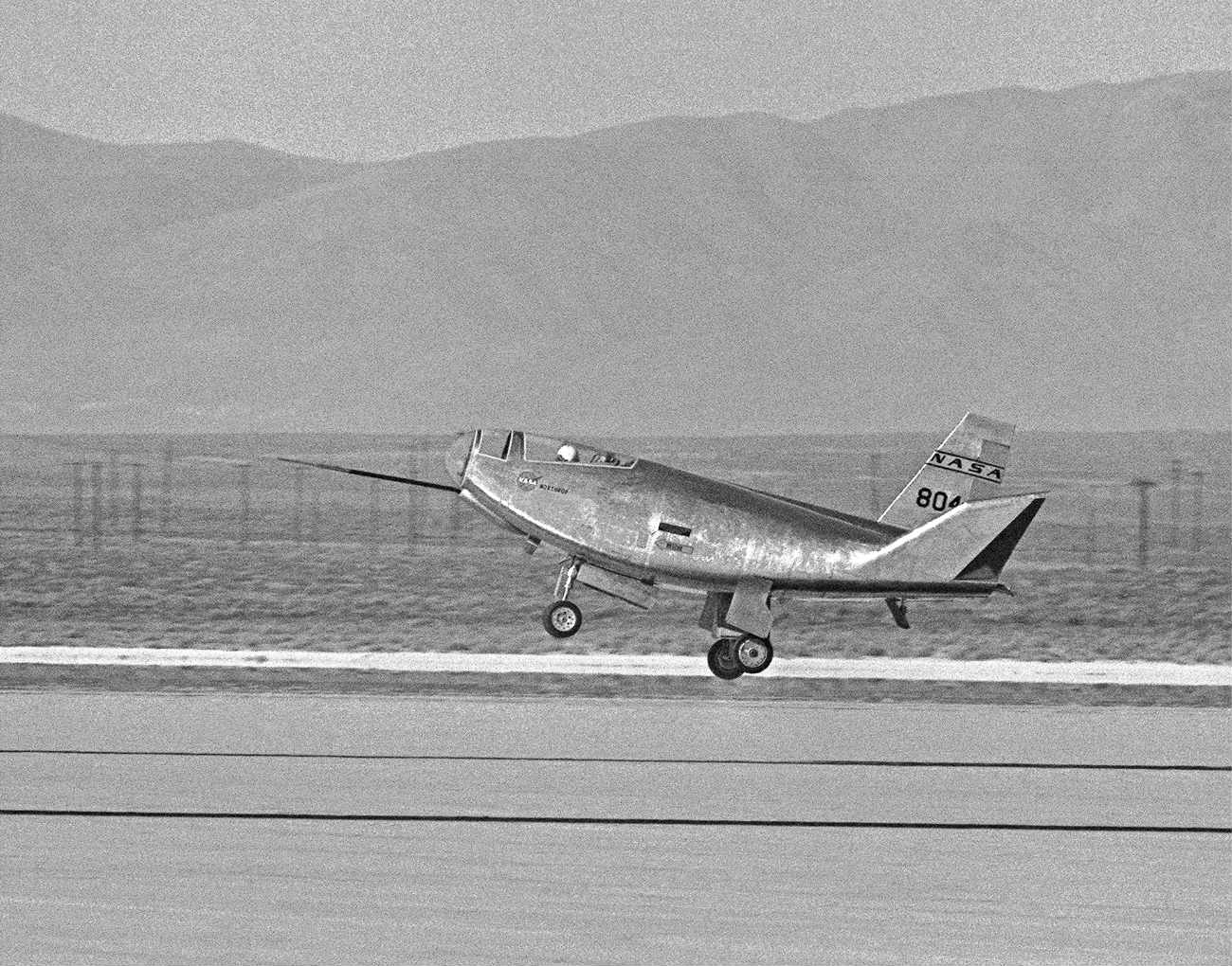 HL-10 Lifting Body landing