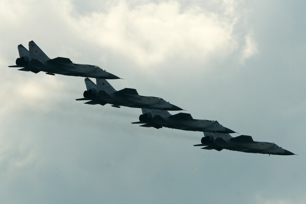 MiG-31 Foxhounds formation