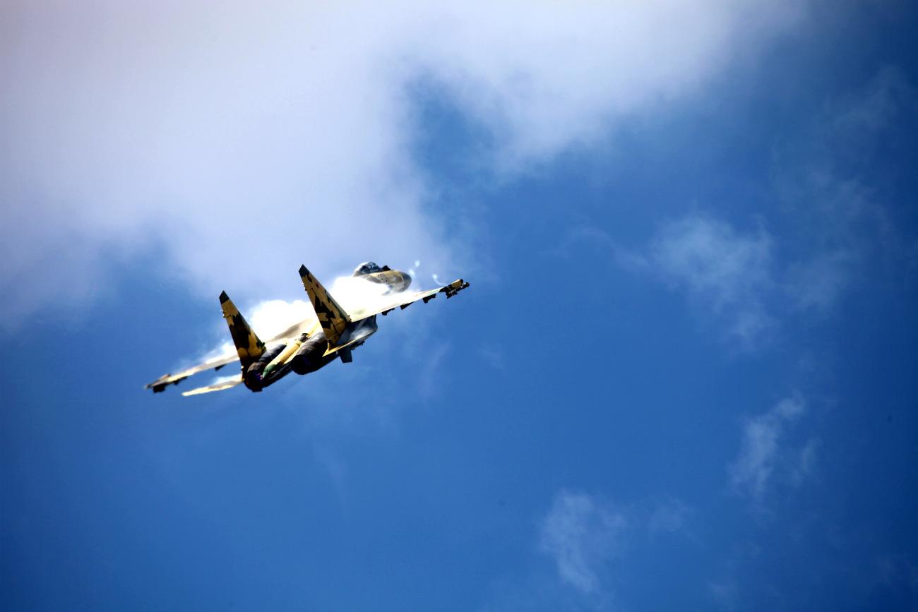 Su-35 initial climb