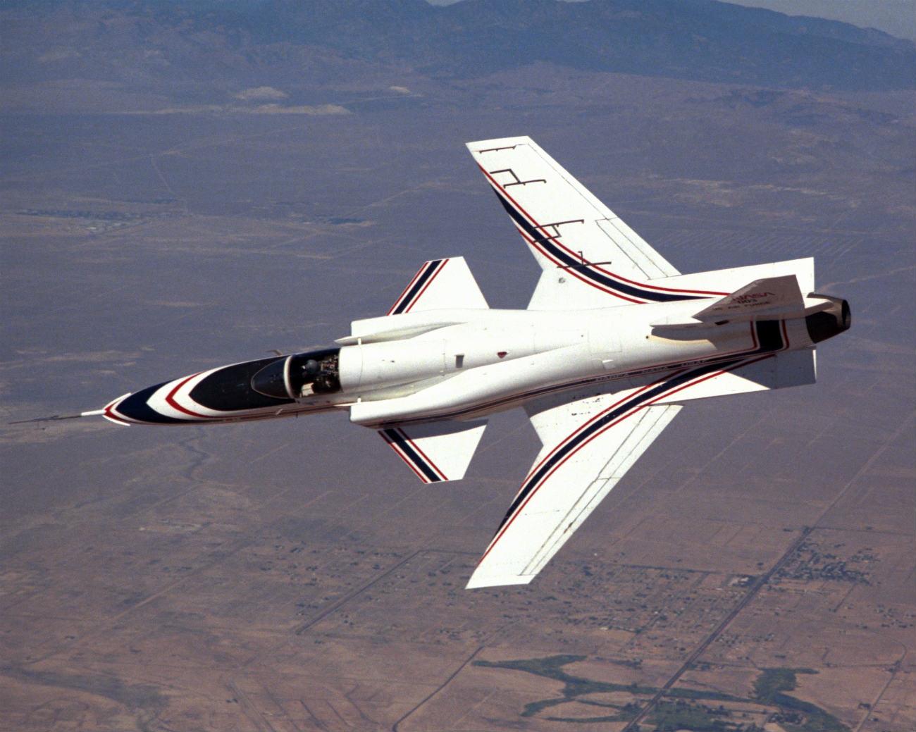 X-29 banks over the desert
