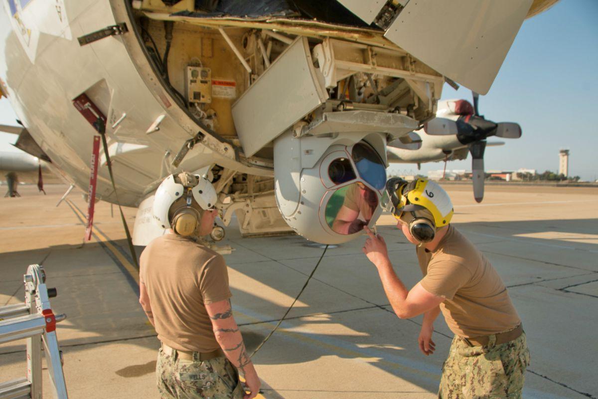 P-3 Orion technicians