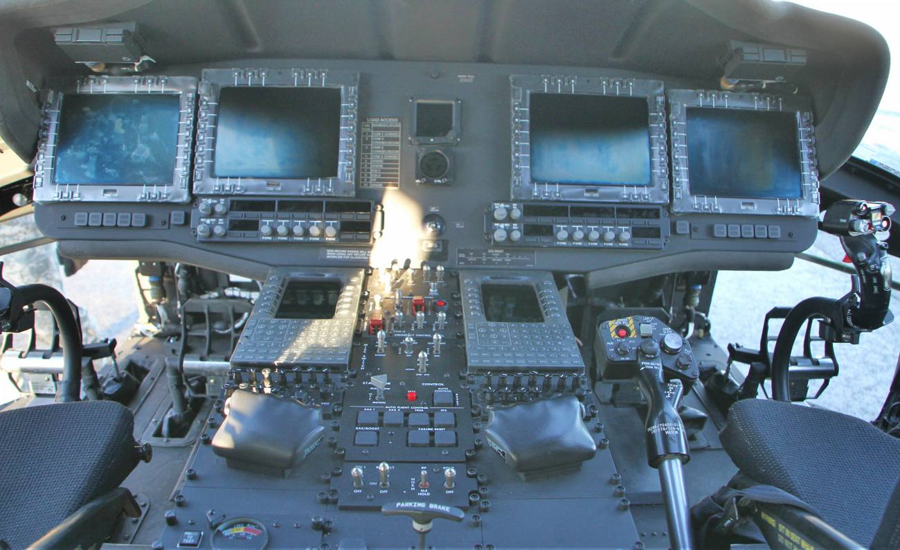 Fighter Aircraft Images_UH60M cockpit