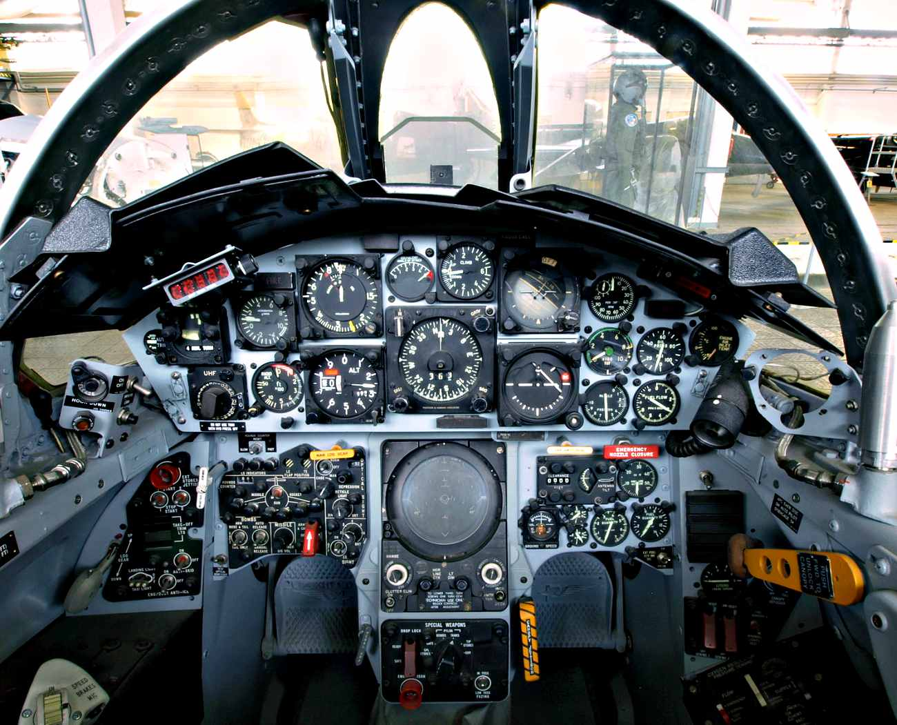 Fighter Jet Cockpit Images_F-104 Cockpit