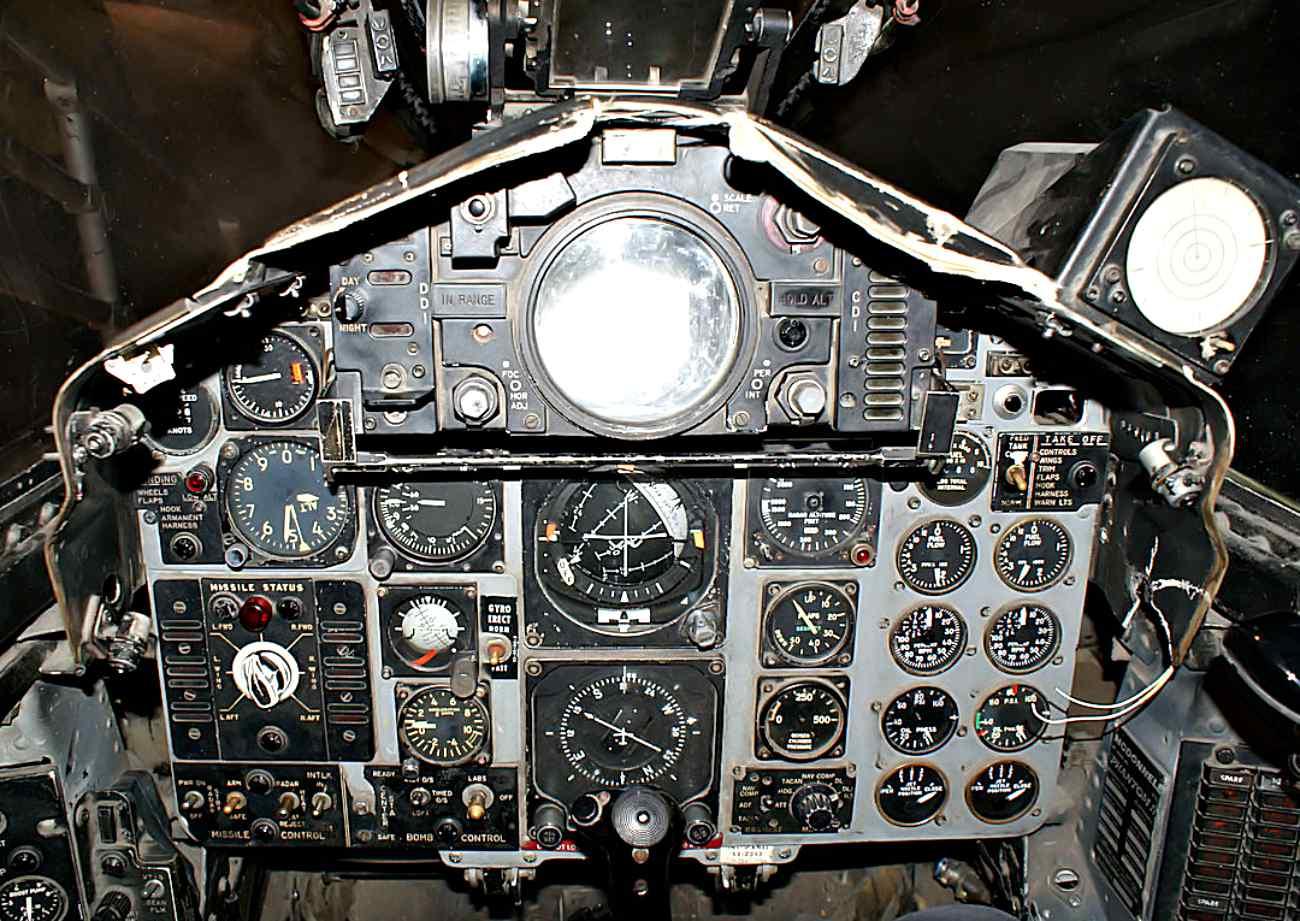 Fighter Jet Cockpit Images_F-4 Cockpit