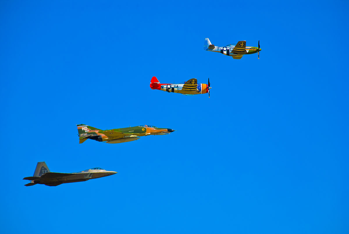1200px-USAF_Heritage_Flight_performed_at_the_Wings_Over_Houston_air_show