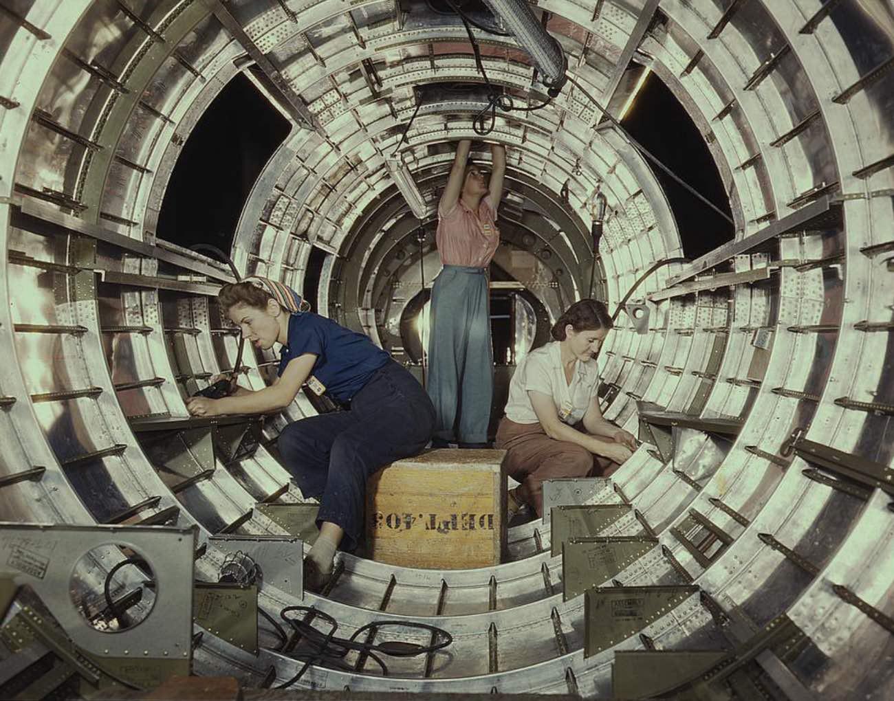 Women working on B-17