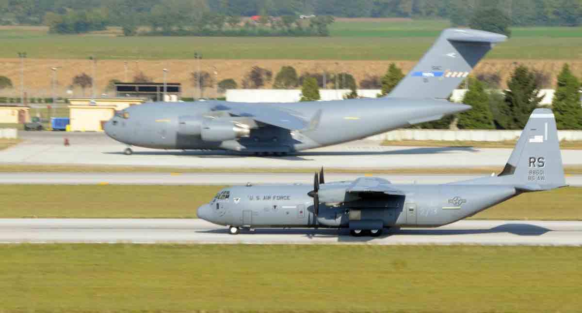 C-17 vs C-130 size