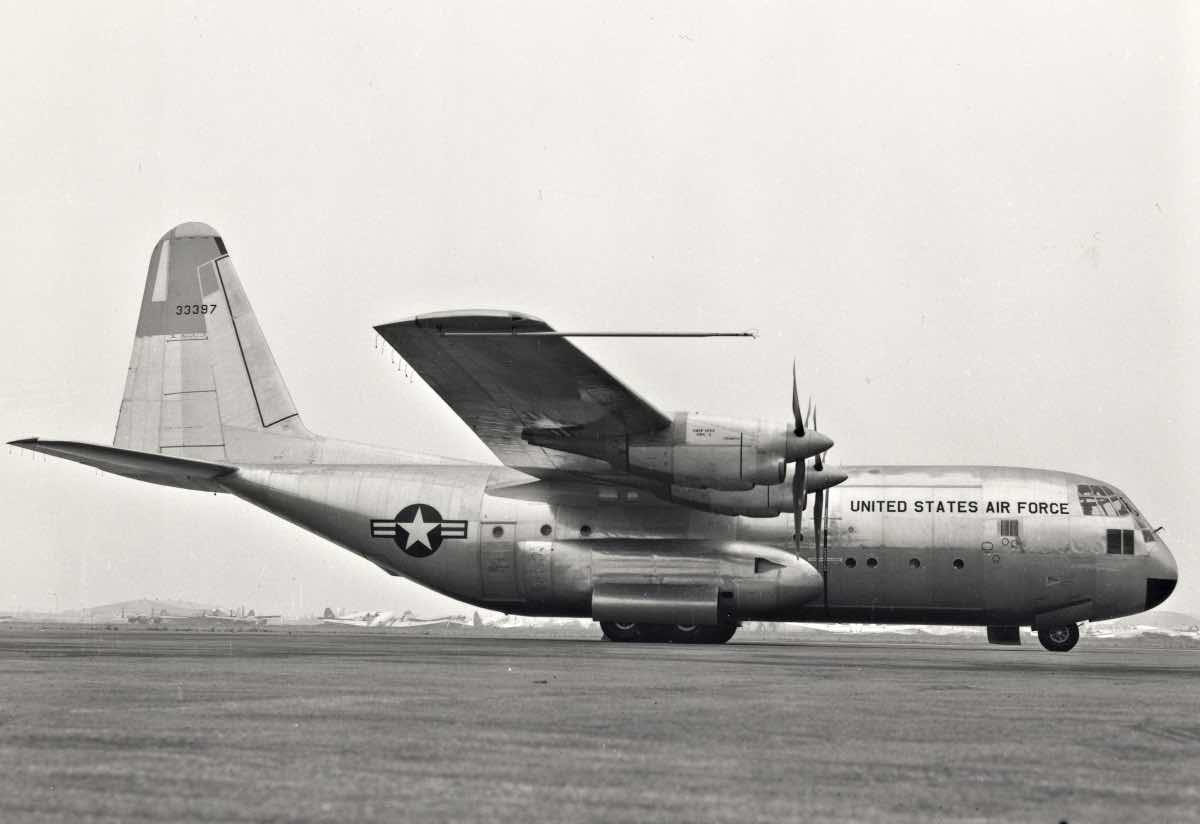 Old C-130, C-17 vs C-130