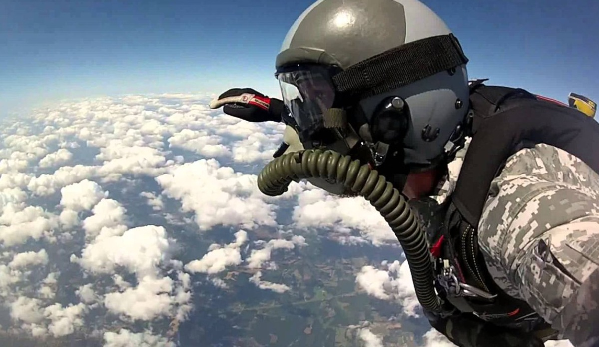 [Obrazek: HALO-jump.jpg]