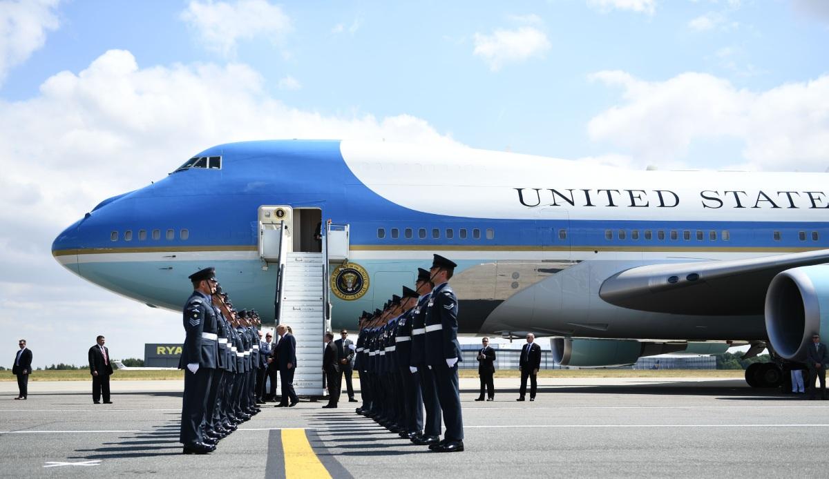 Air Force One facts, entrance