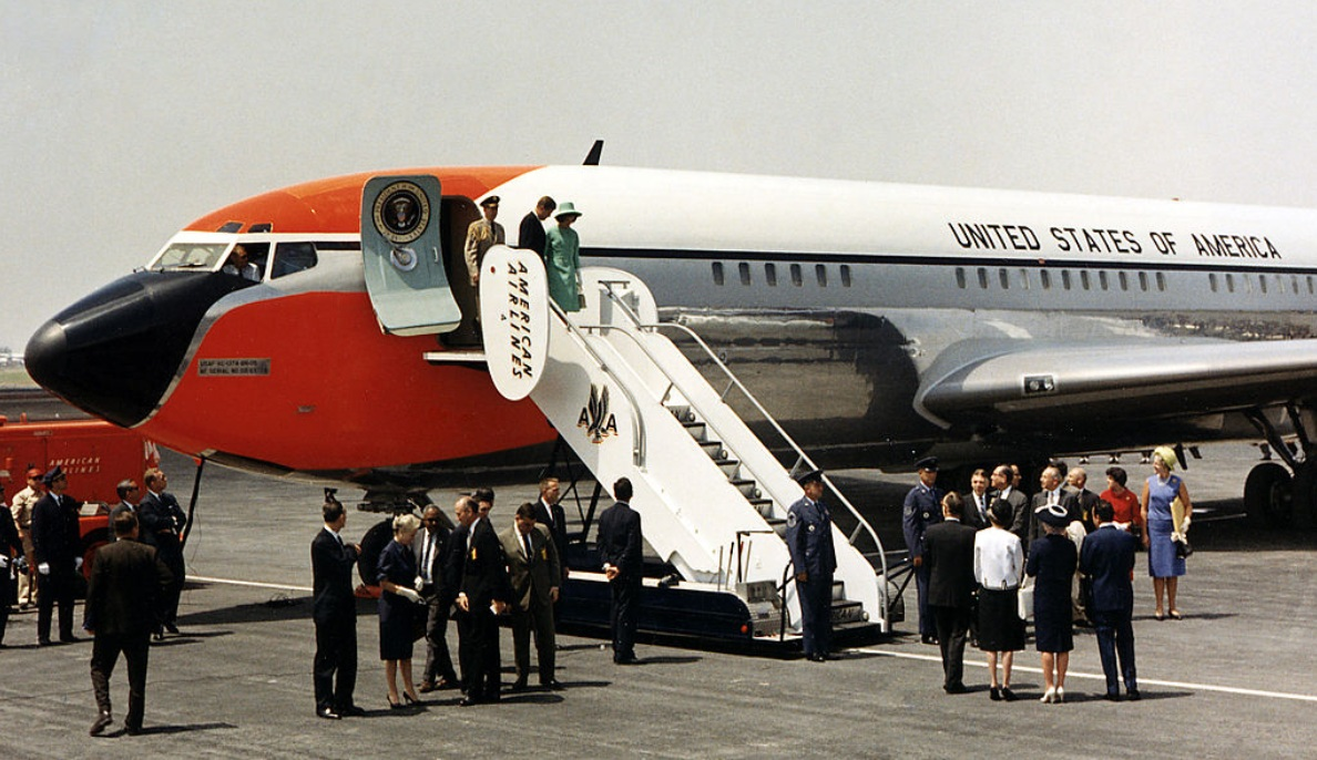 Air Force One, orange