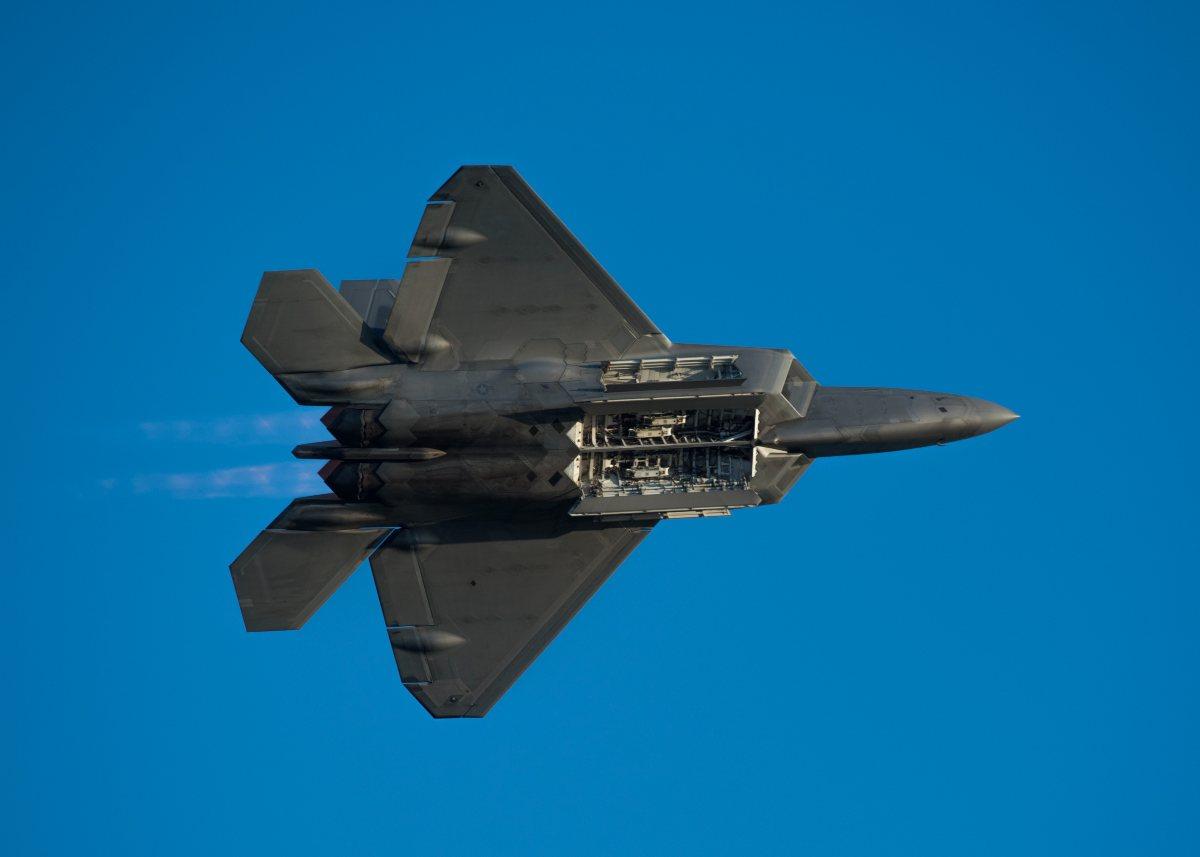 F-22 bomb bay, F-22 vs Su-35