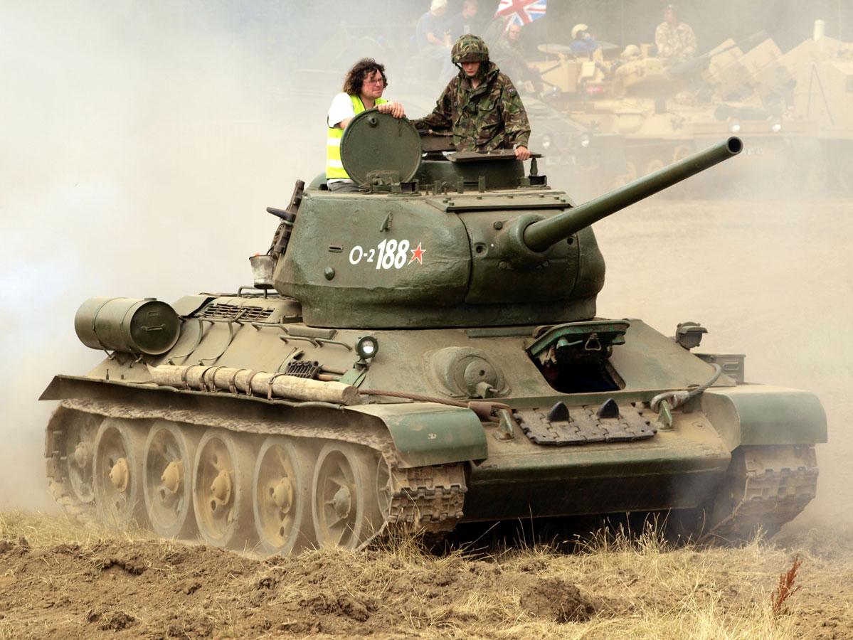 T34-85 tank demonstration