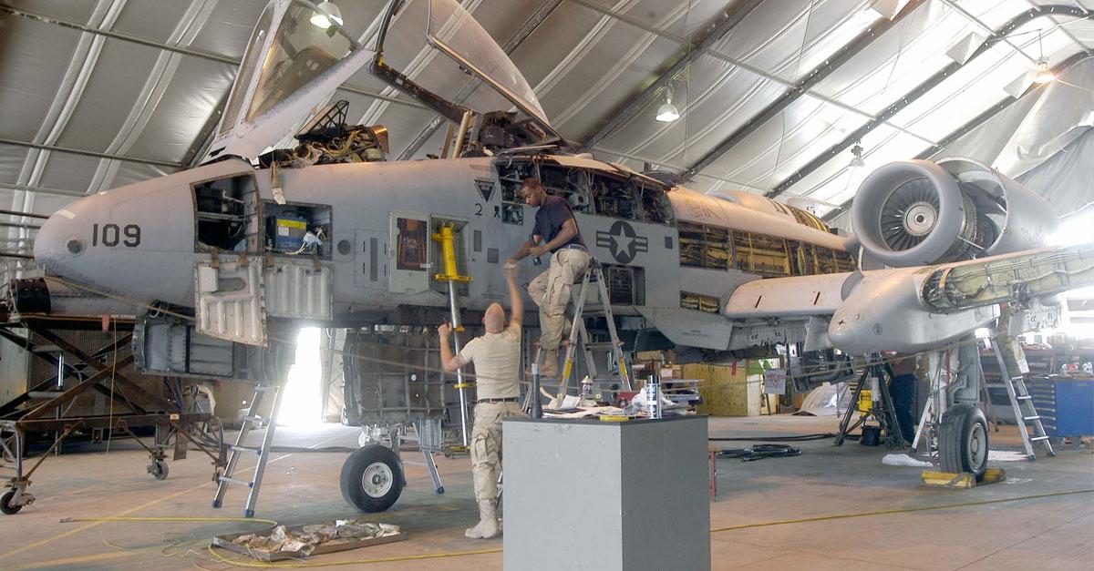 Team works on an A-10 Thunderbolt II